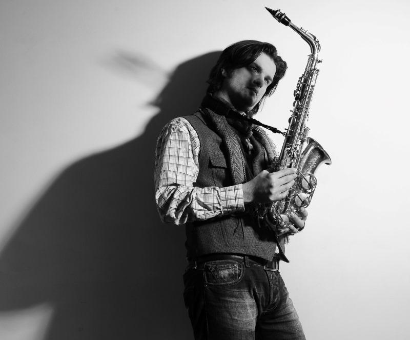 Carl-Henrik Fernandi med sin saxofon