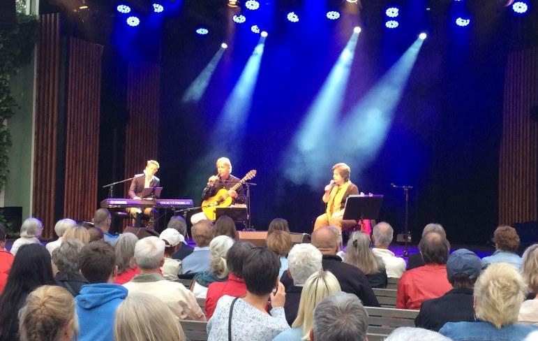 Babben Larsson och Göran Fristorp på Liseberg